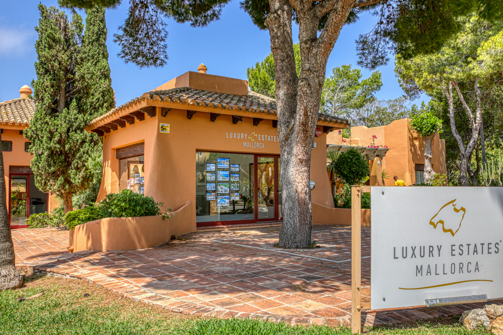 [Translate to English:] Luxury Estates Mallorca Ladenlokal Santa Ponsa